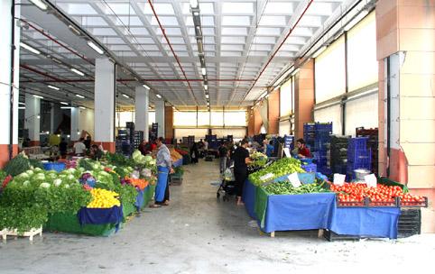 Esenyurt'ta kapalı pazarlar otopark oluyor