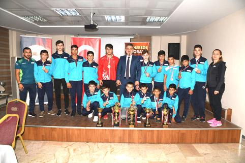 Esenyurt'un altın çocuklarından Başkan Alatepe'ye ziyaret
