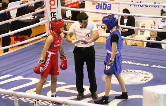 Kadın boksörler Esenyurt'ta şampiyonluk peşinde