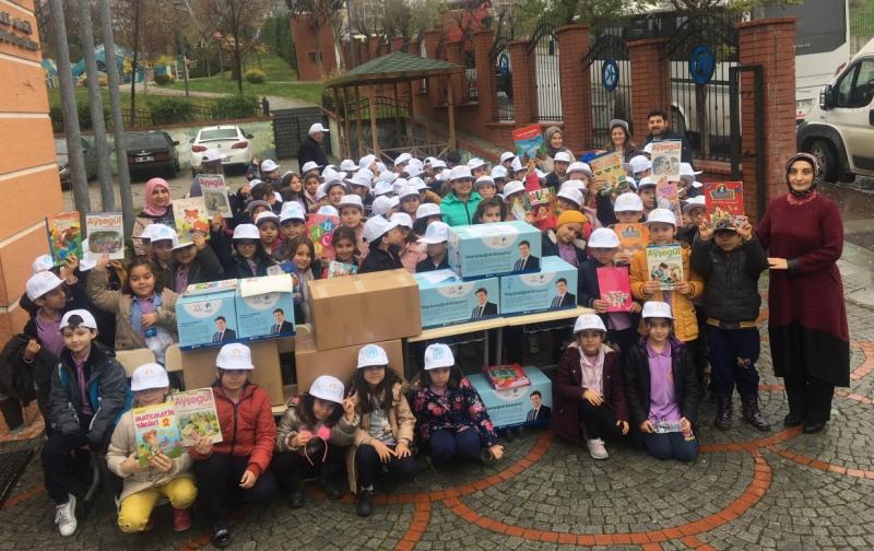 Küçükçekmece'de kitap bağışına miniklerden destek