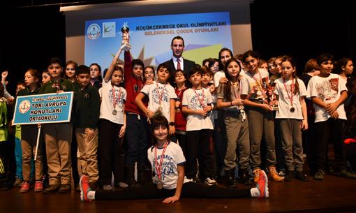 Küçükçekmece'de okul olimpiyatları ödülleri verildi