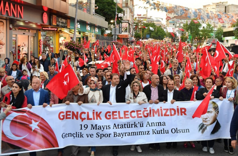 Maltepe'de 19 Mayıs coşkusu sokaklara taştı