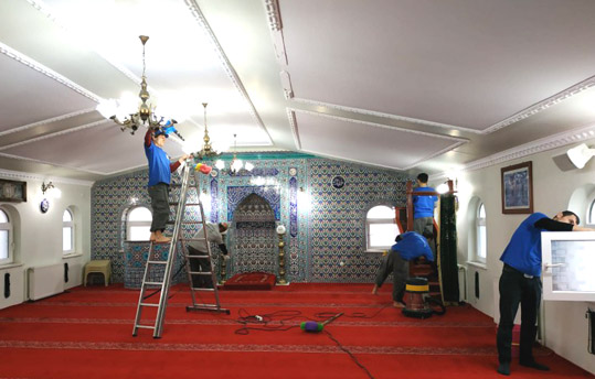 Silivri'de Ramazan öncesi camilerde temizlik