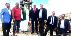 Kılıçdaroğlu Arnavutluk'ta Bektaşi etkinliğinde