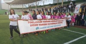 Esenyurt'ta kadınlar şiddete karşı sahada!