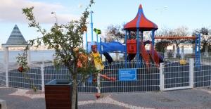 Büyükçekmece'de çocuk parkları meyve...