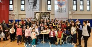 Engelli öğrenciler Ceren Özdemir'i andı