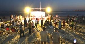 Büyükçekmece: Kumsalda Sanat Var