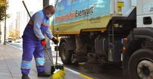 Cadde ve sokaklar virüse karşı yıkanıyor