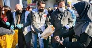 Esenyurt'ta ücretsiz 'Halk Ekmek' dağıtıldı