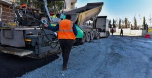 Esenyurt'ta yolları yenilemeye devam