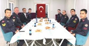 Başkan Yılmaz askerlerle iftar yaptı