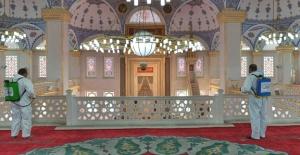Esenyurt'ta camiler dezenfekte edildi