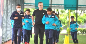 Bozkurt'tan çocuklara forma ayakkabı