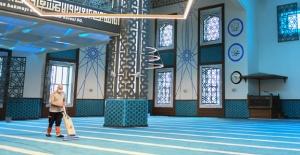 Esenyurt'ta ibadethaneler temizleniyor