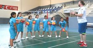 Esenyurt'ta çocuklar sporla sosyalleşiyor
