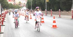 Büyükçekmeceli çocukların  yarışı nefesleri kesti
