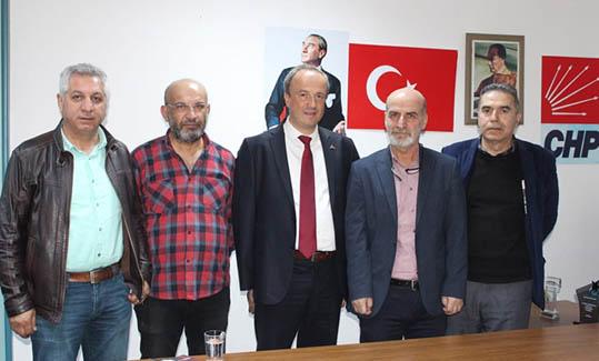 Turan Hançerli Sendika Başkanlar ile Bir Araya Geldi  Seçim kampanyasını sürdüren Cumhuriyet Halk Partisi (CHP) Avcılar Belediye Başkan Adayı Turan Hançerli, çeşitli işçi sendikalarının başkanlarıyla bir araya geldi. Toplantı